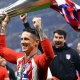 Fernando Torres con la copa Europa League