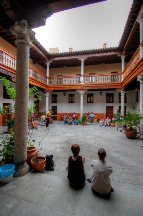 """Accésit en el III Concurso de fotografía """"Patios de Toledo"""". Corpus Christi 2012. La música de los patios, Barrio de Los Bloques, Toledo, Castilla-La Mancha, España."""